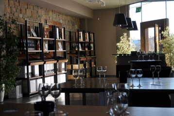 Hirutza Bodega - Hiruzta Wine Shop & Tasting