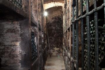Bodegas Montecillo - Botellero con añadas históricas