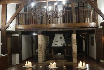 Bodega Campo Eliseo - Cuando llega el frío, las catas pasan a su salón para disfrutar de la experiencia con el calor de la chimenea.