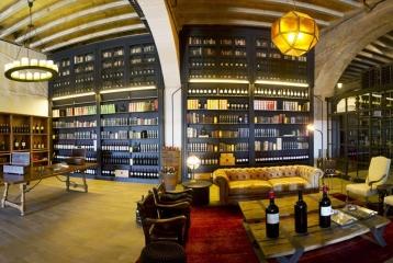 Bodegas Solar de Samaniego - Tienda Biblioteca, diseñada por Lázaro Rosa-Violán.