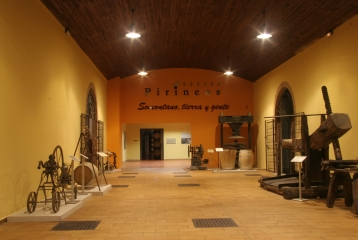 Bodega Pirineos - Museo del Vino