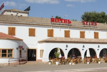 Bodega Vitis Natura  - Fachada Principal Hotel Setos(Motilla del Palancar)-Enopack de Alojamiento