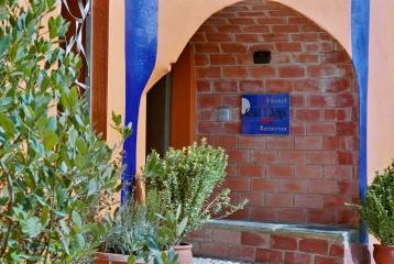 Entrada al Hotel Cal Llop