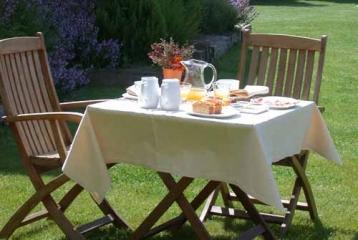 Hotel Villa de Ábalos - Nuestro jardín, dónde podrá disrutar de unos relajantes desayunos