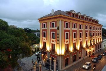 Hotel edificado sobre la antigua Bodega de Williams&Humbert, en pleno centro de Jerez