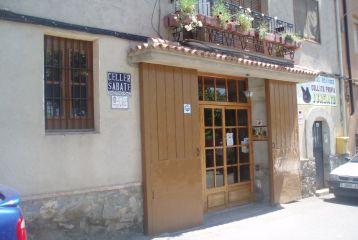 Entrada de la tienda de labodega en La Vilella Baixa.