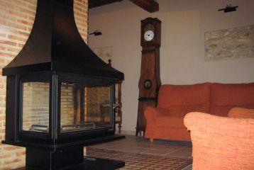 Casa Rural Mas del Estellers - Chimenea en sala de estar