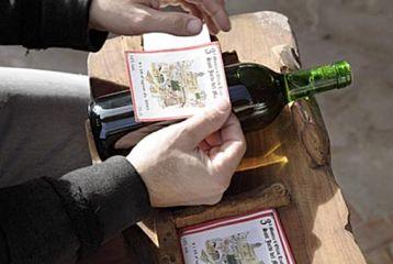 Centro de Interpretación del Vino y la Tonelería Artesana - Curso de viticultura. Etiquetando
