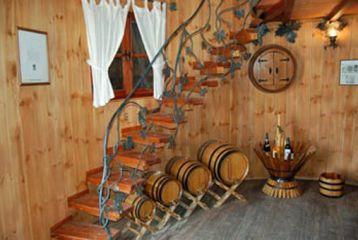 Centro de Interpretación del Vino y la Tonelería Artesana - Escalera del interior de la tina