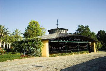 Real Bodega de La Concha, diseñada por Eiffel y construida para recibir la visita de la Reina Isabel II en 1862