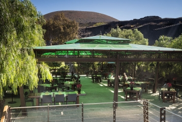Bodega Stratvs - Restaurante Terraza-Grill