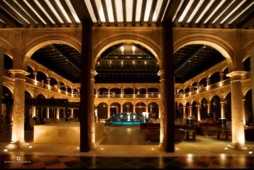 Castilla Termal Burgo de Osma - Patio renacentista noche