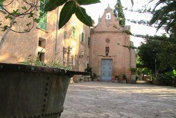 Finca Son Sureda Ric - capilla desde el exterior