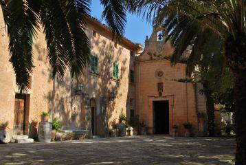 vista de la terraza y capilla