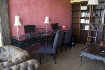 Kinedomus Bienestar - Zona de biblioteca y ordenadores