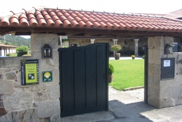 Casal de Armán - Puerta principal