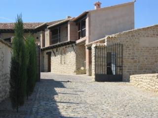 Entrada de Bodegas Alfredo Santamaría