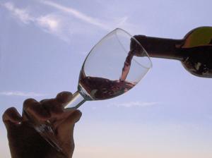 Siviendo vino