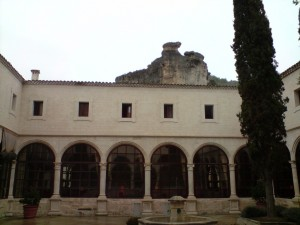 Parador de Cuenca visto desde el patio del Claustro.