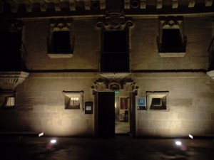 Fachada del Palacio Samaniego. Visión nocturna