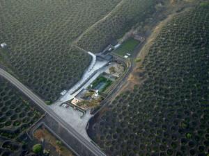 Espectacular imagen aérea de la bodega y su viñedo