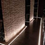 Pasillos iluminados con led con nichos de vino que se pueden alquilar
